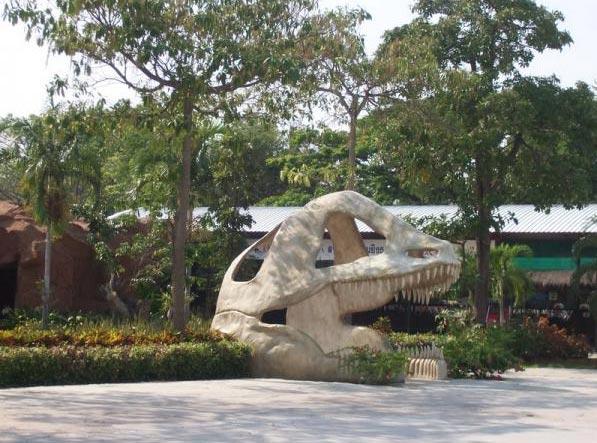 Jurassic-Garden-Dinosaur-Adventure
