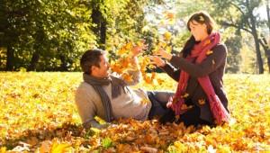 زوج خوشبخت در پاییز