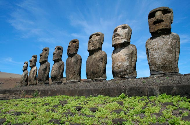 خرابه های عجیب و دیدنی در سراسر دنیا,مجسمه موآی-easter-island-chile