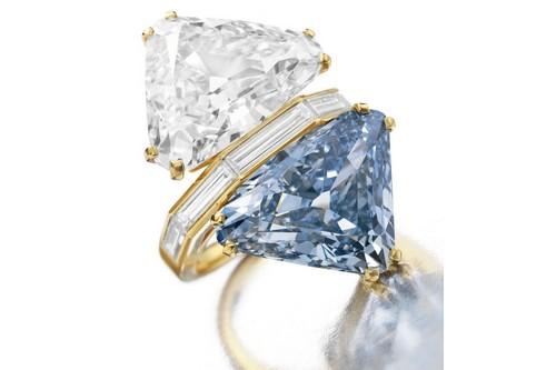 حلقه بلغاری متشکل از دو سنگ الماس