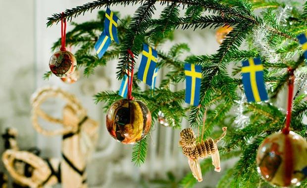 همه چیز درباره کشور سوئد,راهنمای سفر سوئد,Celebrating-Christmas-tree-decorations