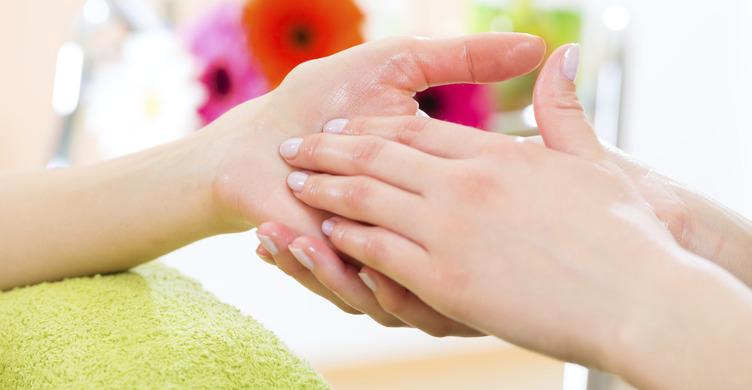 آروماتراپی چیست؟ همه چیز درباره رایحه درمانی