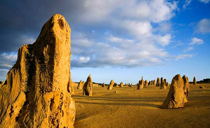 عجیب ترین جاذبه های گردشکری دنیا,the_pinnacles_dawn_in_the_pinnacles_desert__australia