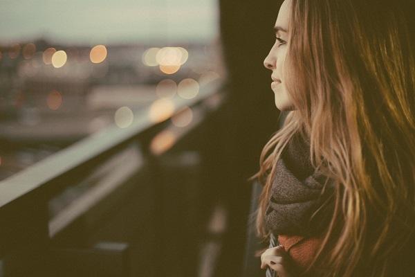 زن تنها
