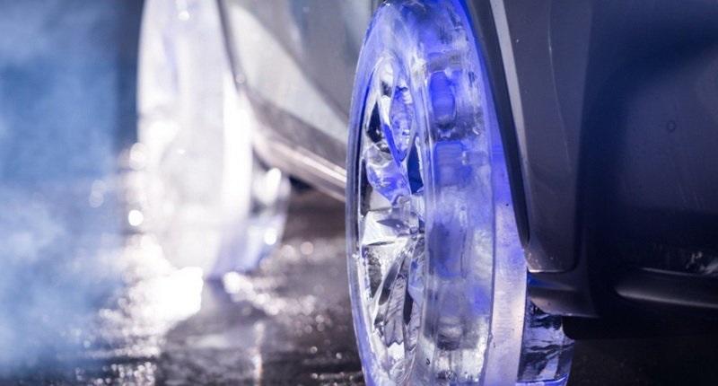 خودرو لوکس تویوتا با چرخهای یخی +(تصاویر)