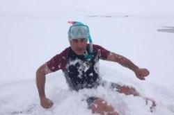 شنا در سرمای منفی 18 درجه + عکس