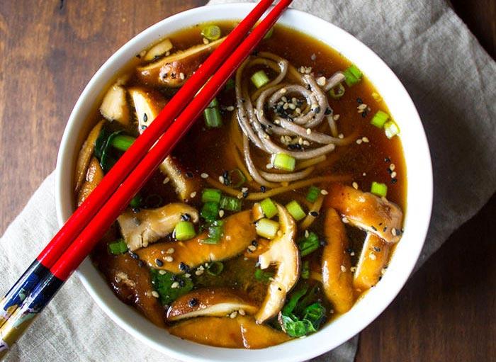سوپ قارچ vegan-kale-and-mushroom-soup