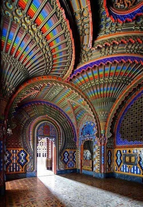 قصر رنگارنگ ایتالیا