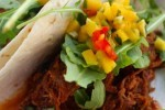 طرز تهیه تاکوی گوشت با سس سیراچای تند بادام