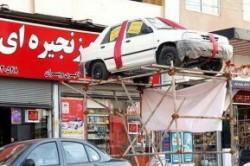 سقوط خودروی جایزه از داربست!+عکس