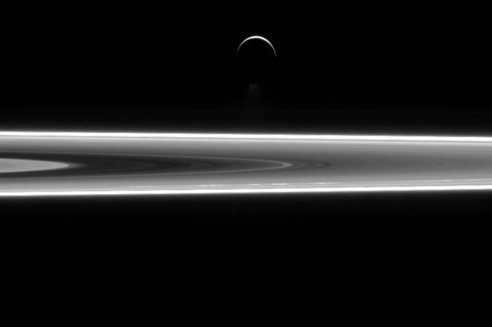 احتمال وجود حیات در قمر زحل