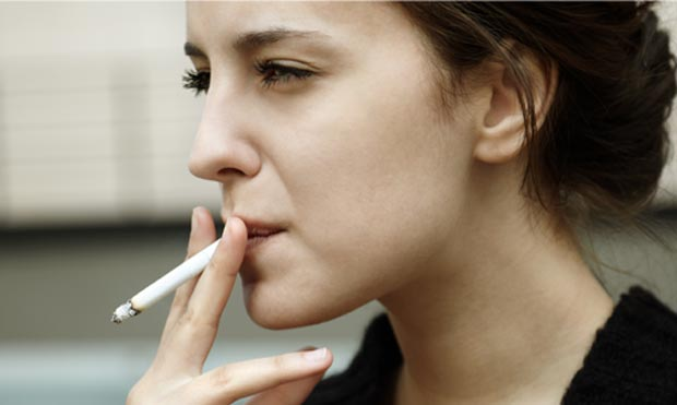 سیگاری ها چی بخورند؟ مواد غذایی مفید برای افراد سیگاری