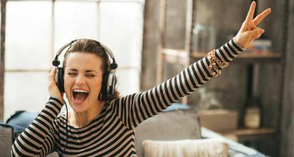 گوش دادن موسیقی listen-music