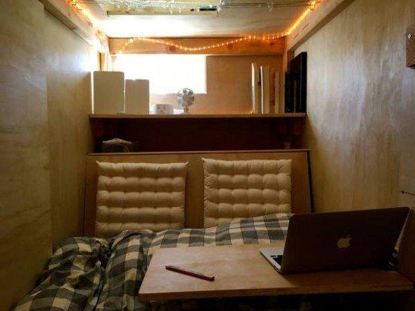 اتاقک چوبی