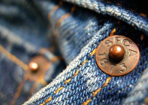 میخ پرچ در شلوار جین