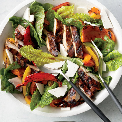 سالاد مرغ کبابی chicken-paillard-salad
