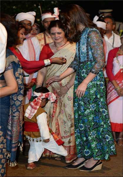 لگد کودک هندی