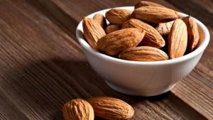 بادام vegancalcium-almonds