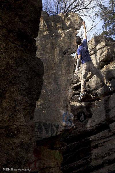 نابینایی که صخره نوردی و عکاسی میکند