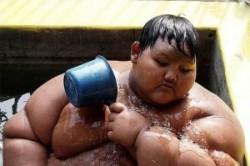 چاقترین پسر دنیا با 192 کیلو وزن+عکس