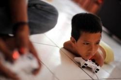 زندگی پسری بدون دست و پا!+عکس