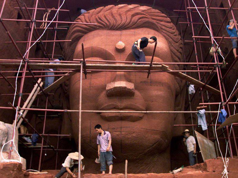 نمونه ی از مجسمههای تقلبی بودا در چین