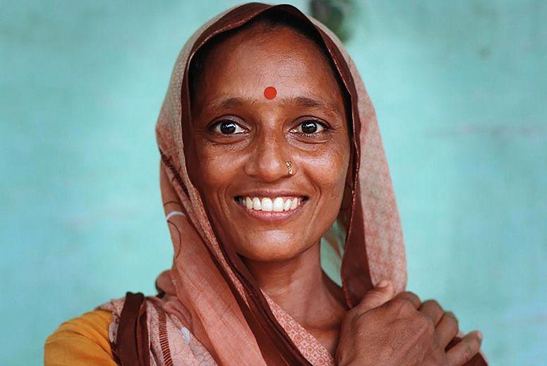 خال قرمز هندی Dot-saves-India