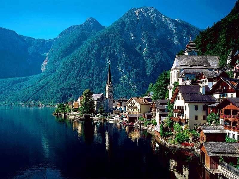 روستای «هالستات» یکی از زیباترین روستاهای اتریش