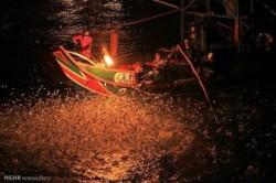 ماهیگیری با آتش در تایوان!+عکس