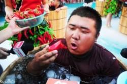 مسابقه خوردن فلفل های آتشین در چین+عکس
