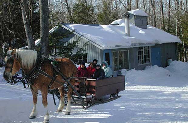 دهکده هاتلی شمالی کبک کانادا