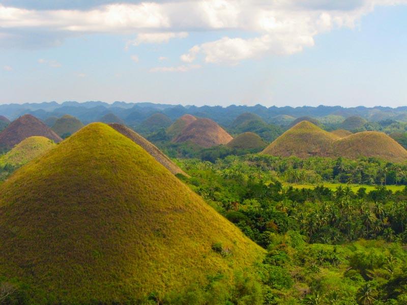 تپههای شکلاتی در فیلیپین