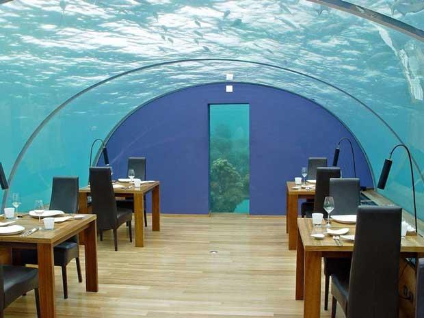 رستوران شیشه ای