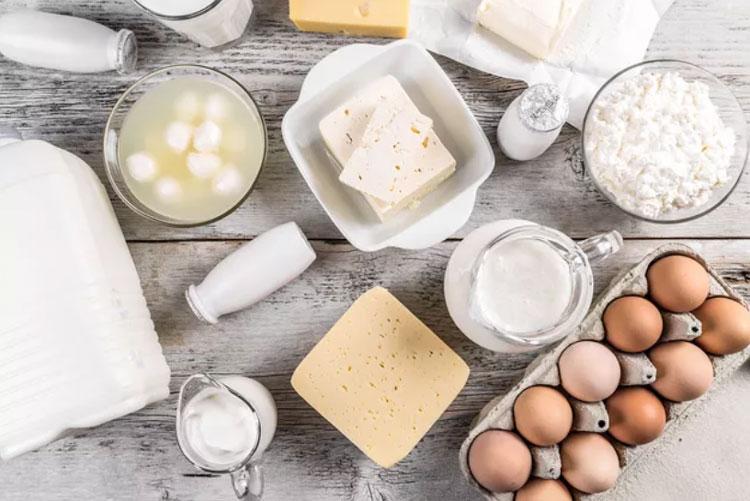 مضرات و فواید مصرف نکردن لبنیات چیست!؟ نخوردن شیر و ماست