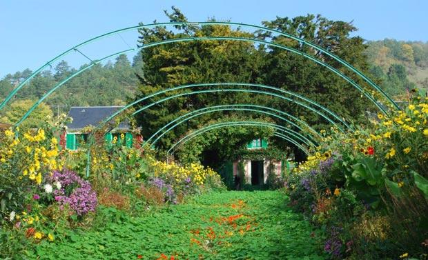 تور یک روزه پاریس1-monets-garden-at-giverny