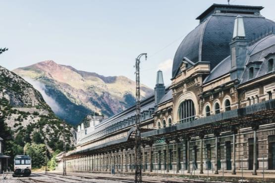 زیباترین بناهای متروکه جهان