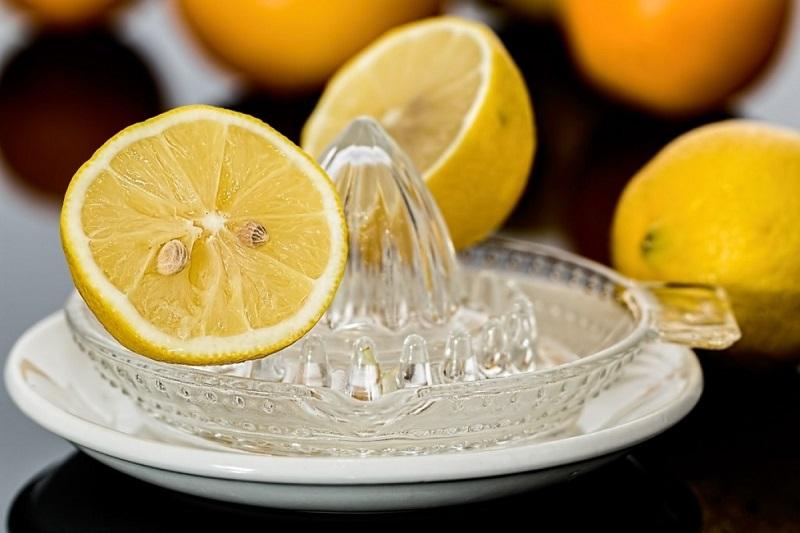 آب لیمو ترش و نمک برای سردرد میگرنی