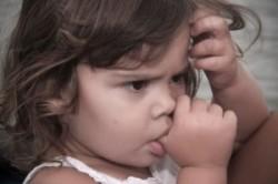 مکیدن انگشت شست در نوزادان؛ این یک اختلال نیست!