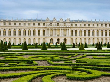 palace-and-artistic-gardens