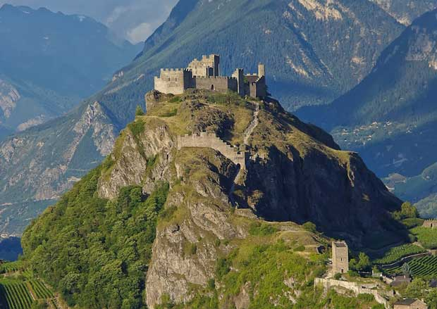قلعه های تاریخی دیدنی سوئیس,قلعه Tourbillon