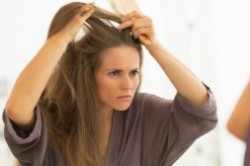 چرا موهایم میریزد؟ 6 علت اصلی ریزش مو