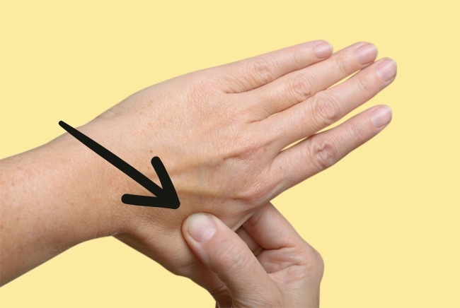 relieve-headache-and-stress-in-30-seconds-with-acupressure