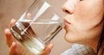 خوردن آب گرم در صبح چه فوایدی دارد؟