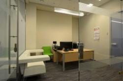 مزایا و معایب مجزا نبودن اتاق مدیر از کارکنان