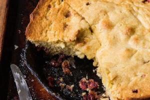 کیک وارونه کرنبری cranberry-upside-down-cake
