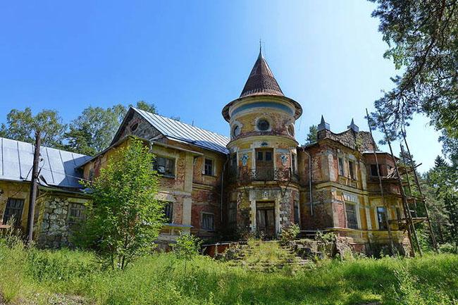 abandoned_castle_zakhluchye