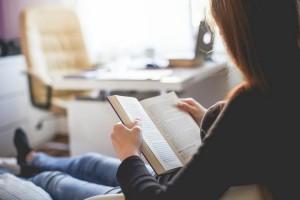 چه کتابی بخوانیم؟ 25 کتاب ارزشمندی که باید خواند
