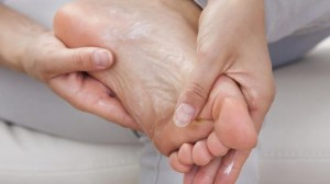 how-to-quickly-heal-cracked-feet-treatment-and-home-remedies
