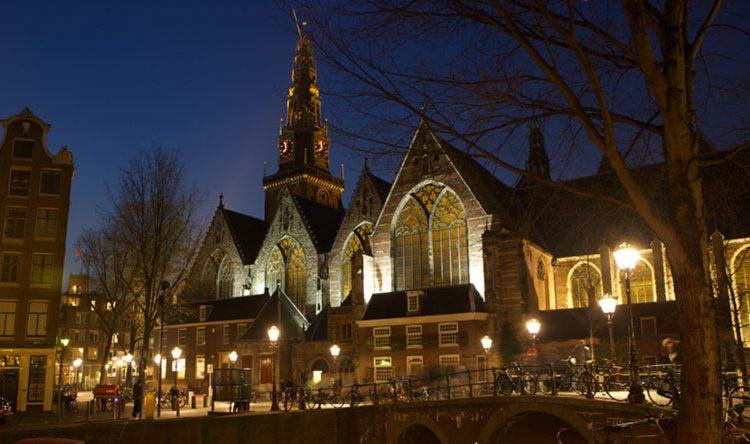 oude-kerk-amsterdam-netherlands-750x444