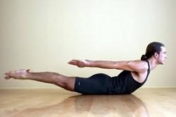 آموزش حرکت سوپرمن برای تقویت عضلات شکم و کمر